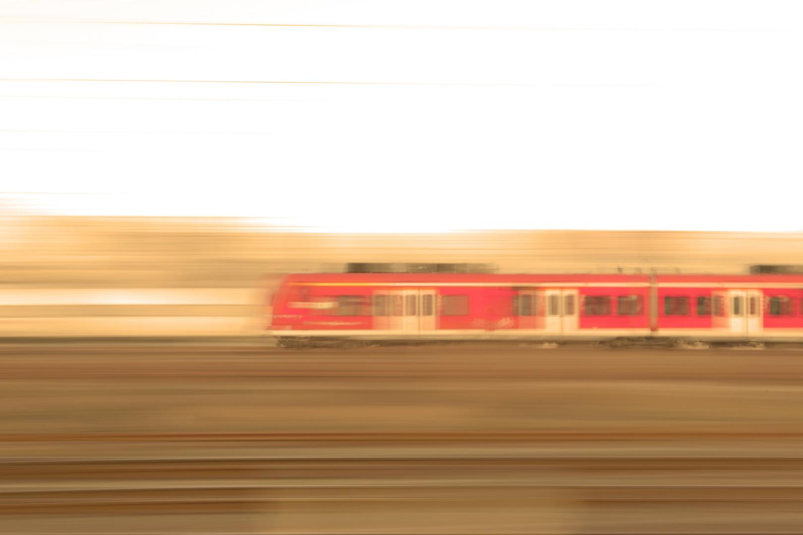 S-Bahn mit Bewegungsunschärfe