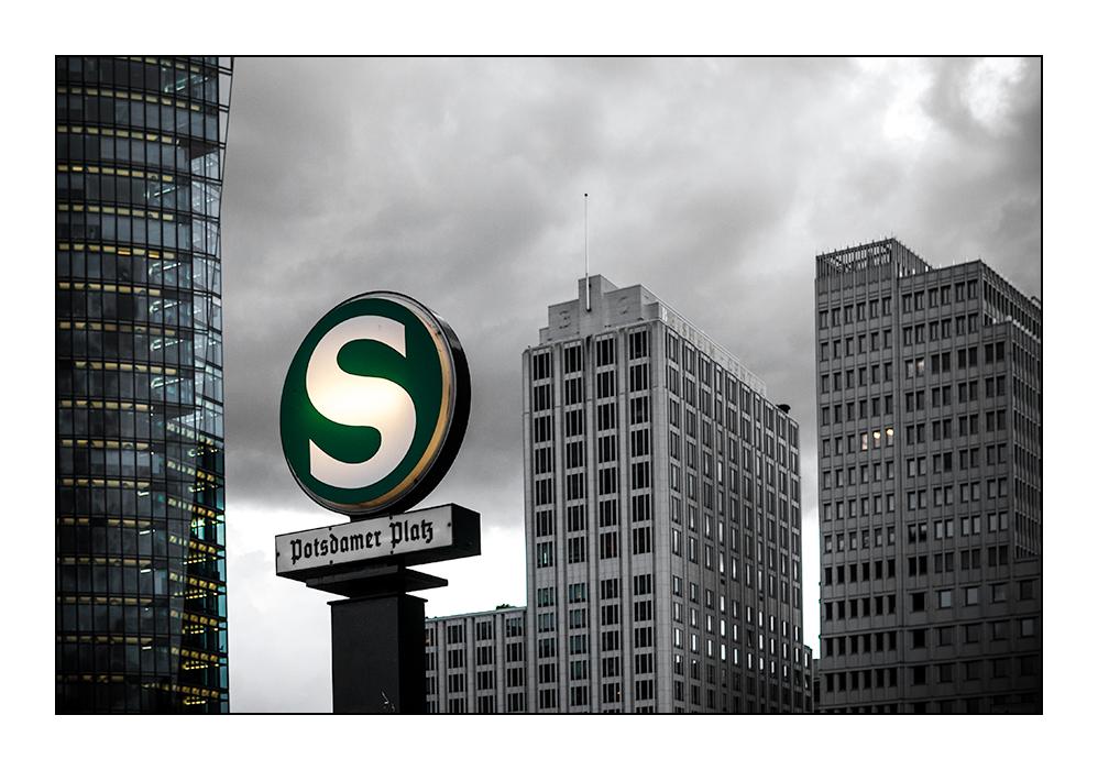 [ S - Potsdamer Platz ]