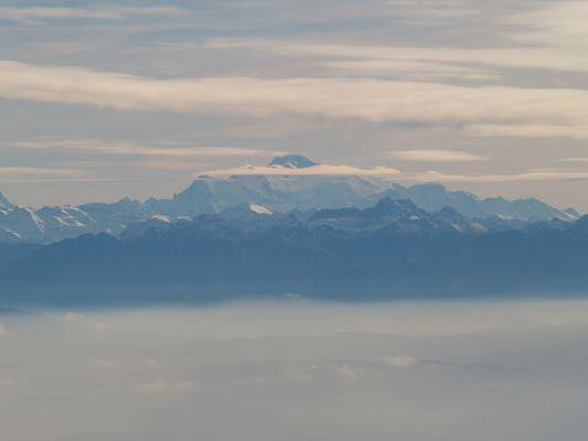 Sa majesté le Mont Blanc entouré de sa couronne de nuage