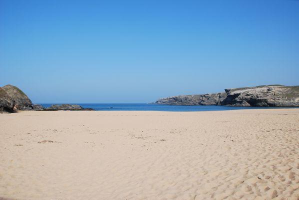 sable chaud et mer bleu