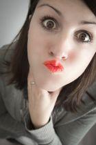 Sabsi funny red lips