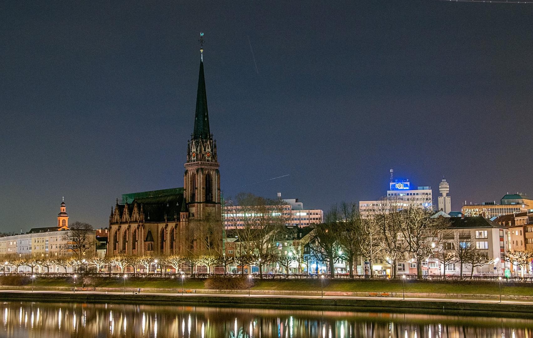 Sachsenhäuser Ufer bei Nacht