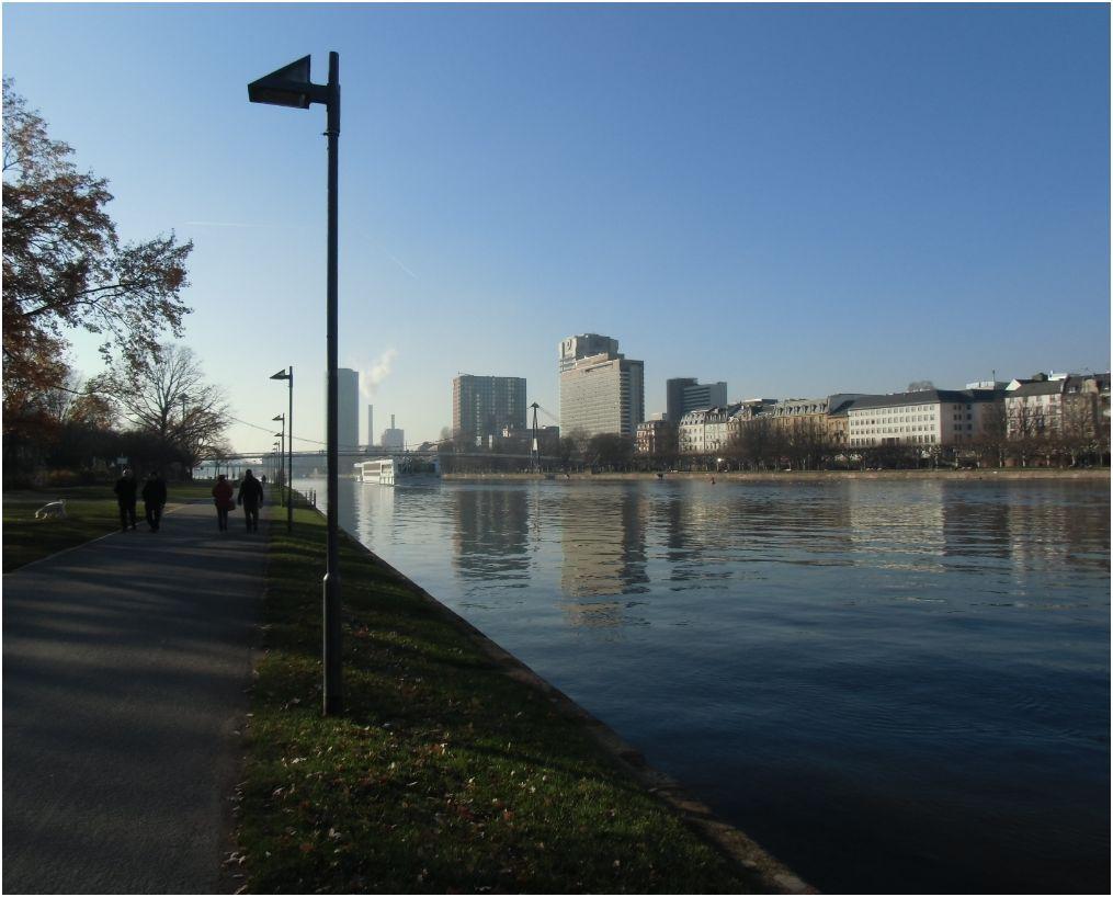 Sachsenhäuser Ufer in Frankfurt