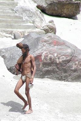 Sadhu am Ufer des Ganges in Rishikesh