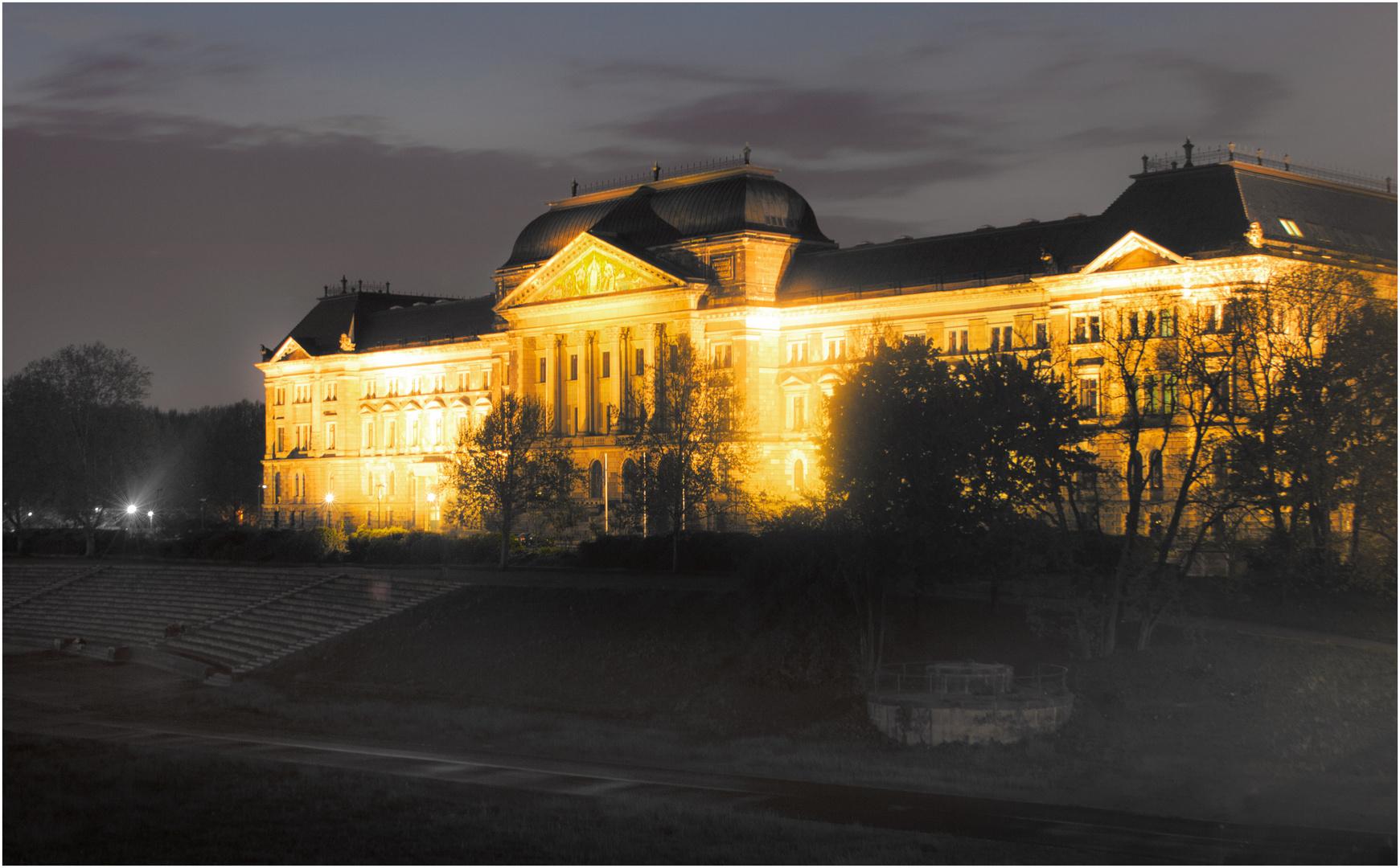Sächsisches Staatsministerium der Finanzen bei Nacht