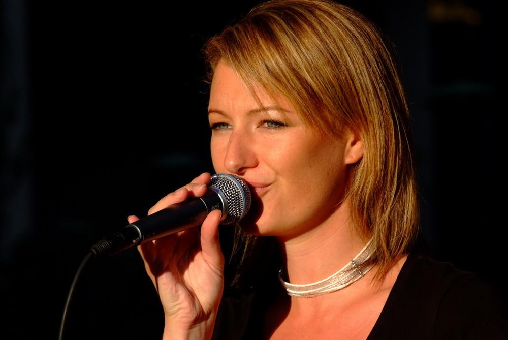 Sängerin in Action....
