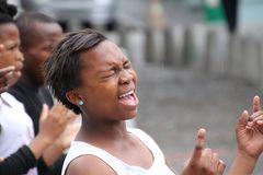 Saengerin mit Chor in Kapstadt