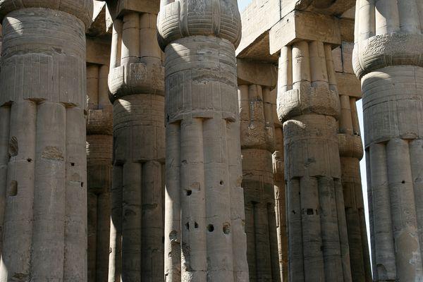 Säulen im Luxor-Tempel