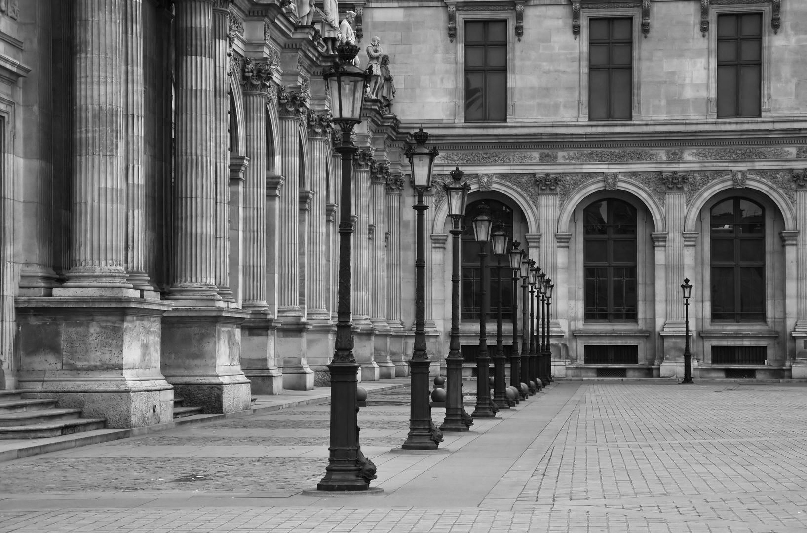 Säulen und Laternen