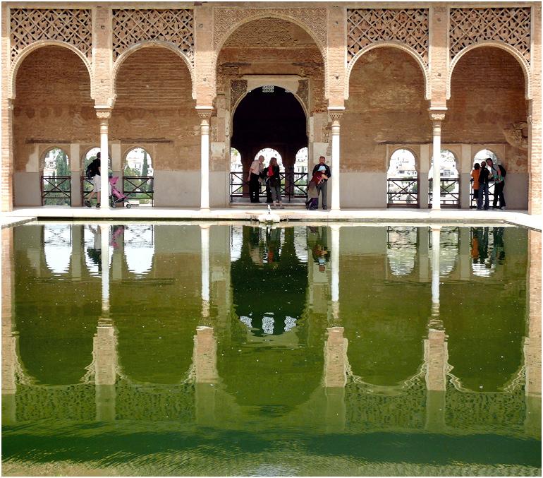 Säulen und Wasser