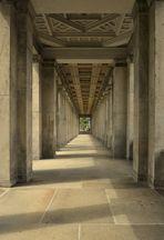 Säulengang an der Alten Nationalgalerie Berlin.......