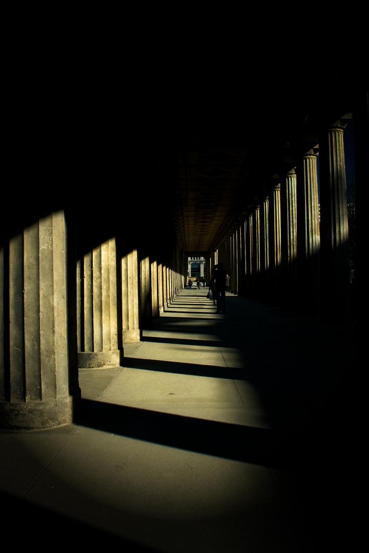 Säulengang mit und ohne Licht