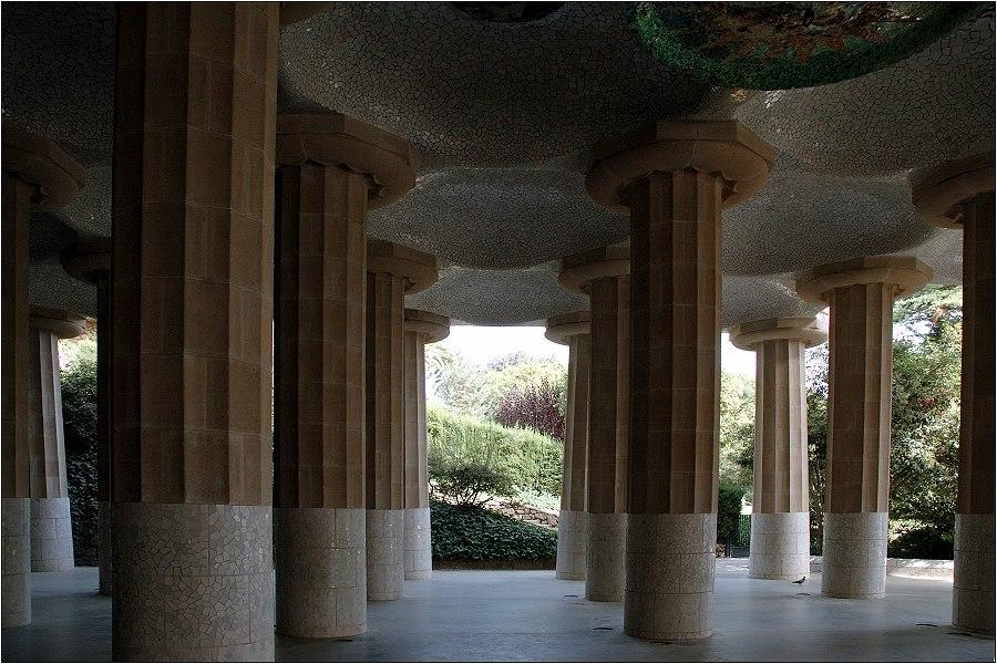 ... Säulenhalle ...
