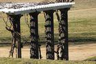 Säulenkollonade im Vorfrühling
