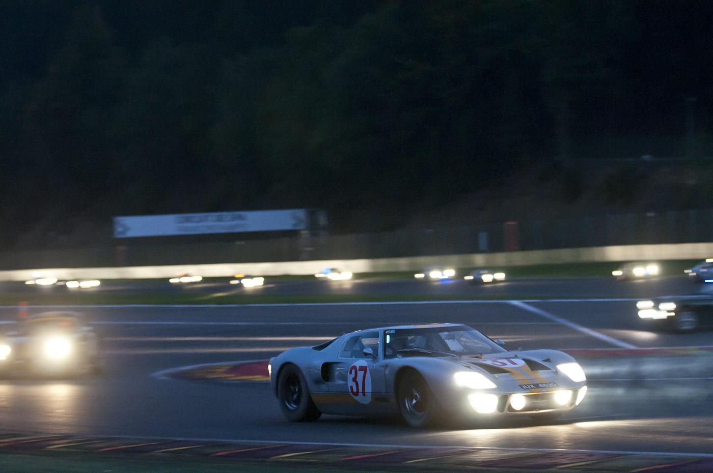 Safety Car bei Nacht beim 6-Stunden-Rennen Spa Six Hours 2013