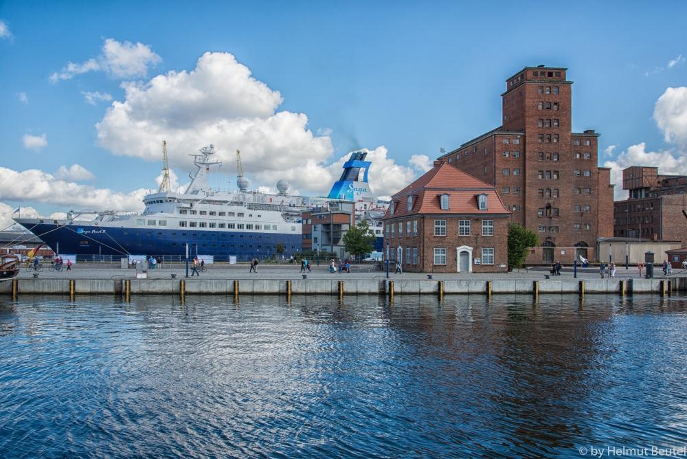 Saga Pearl II im Hafen von Wismar