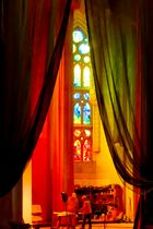 Sagrada Familia, Chantier et Vitraux
