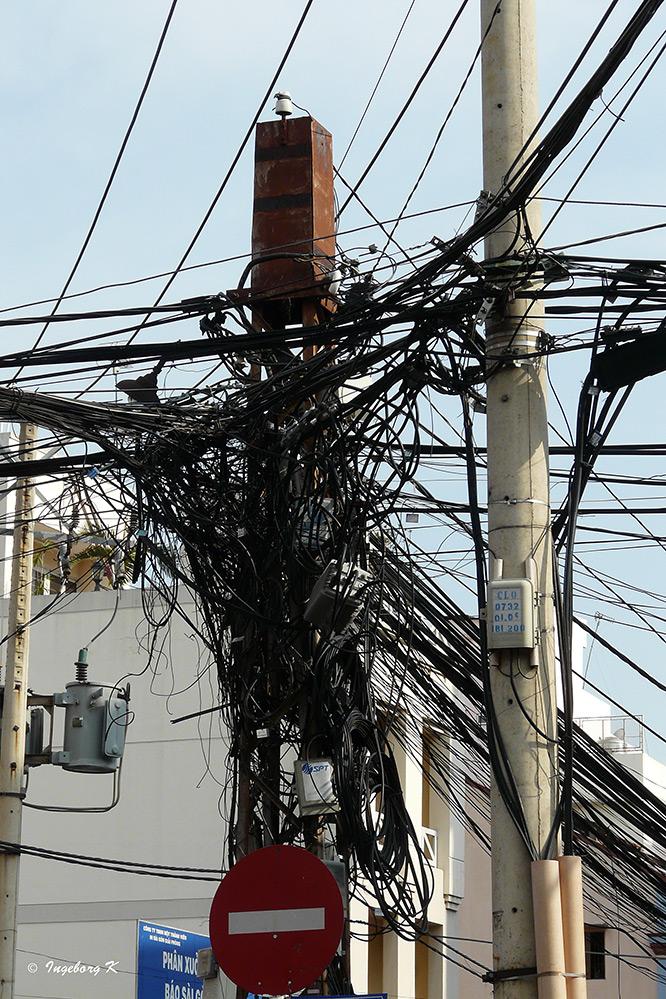 Saigon - Elektroleitungen in der Großstadt