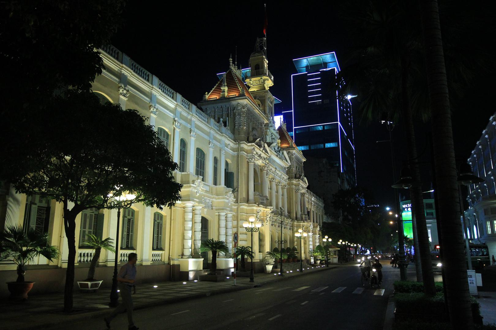 Saigon, Rathaus bei Nacht