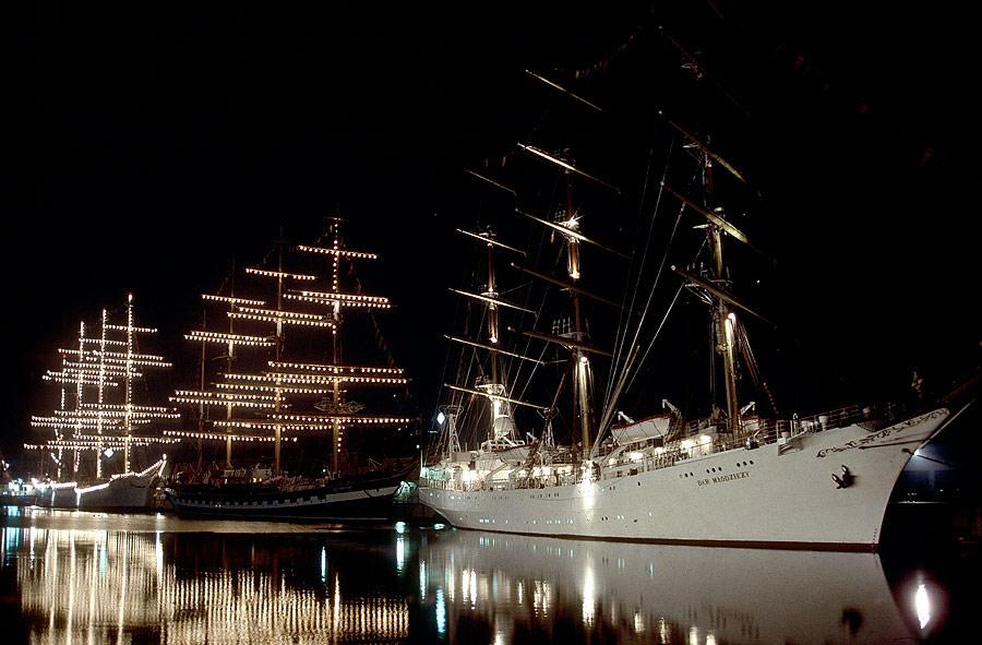 Sail 86 - Abends im Hafen