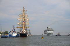 Sailing versus  Cruising