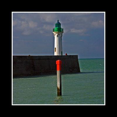Saint-Valery-en-Caux (76) - Le point rouge du phare vert
