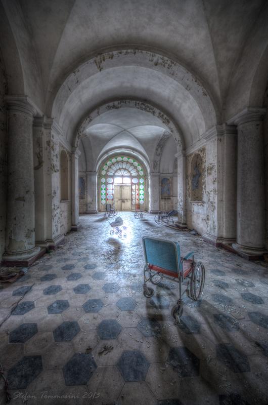 Sala delle sedie a rotella nel lucido
