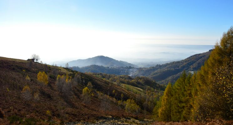 Salendo verso il monte Cucco