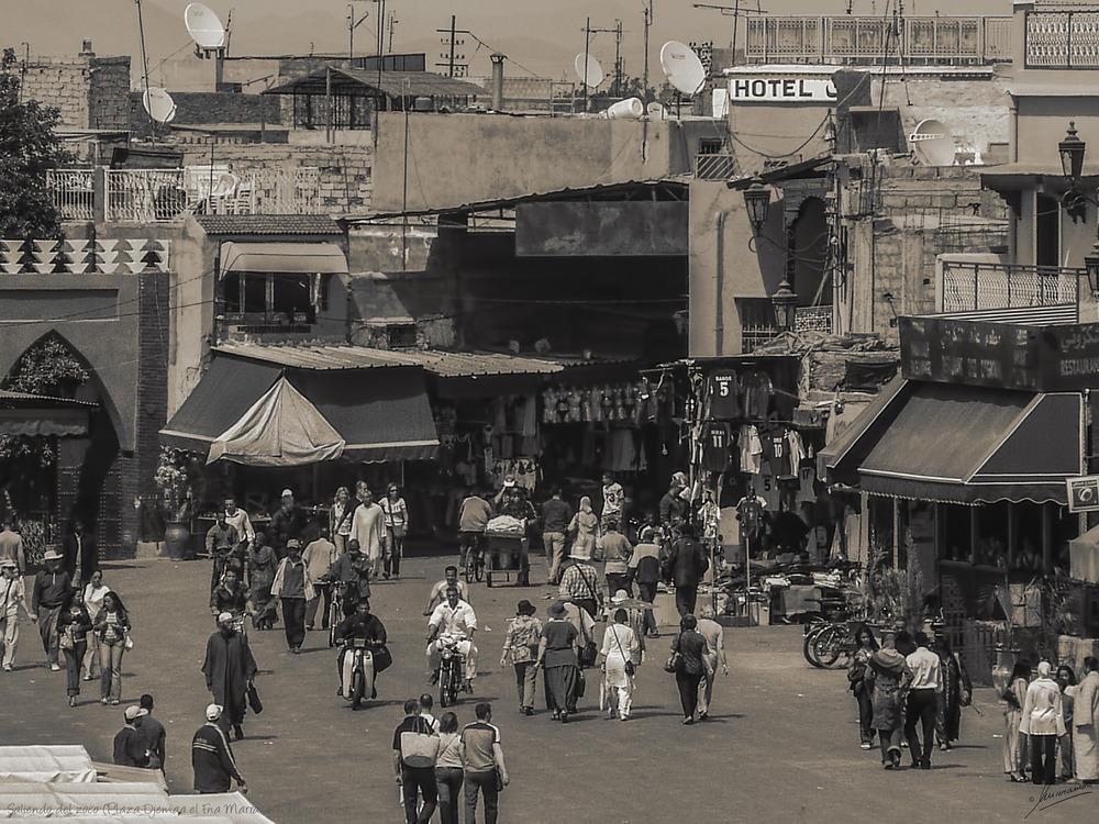 Saliendo del zoco (Plaza Djemaa el Fna Marrakech Marruecos)