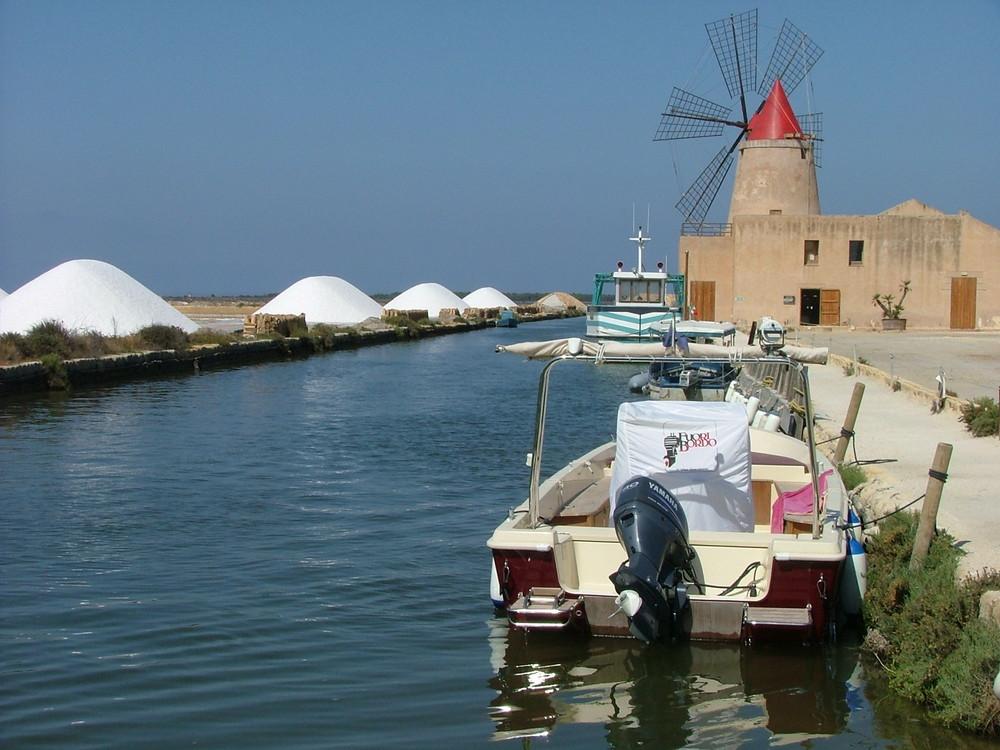 salina and windmills in west Sicily  ... saline e mulini nell'ovest della Sicilia