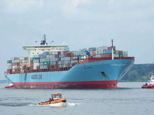 """""""Sally Maersk"""" einlaufen Hamburg am 01.07.09"""