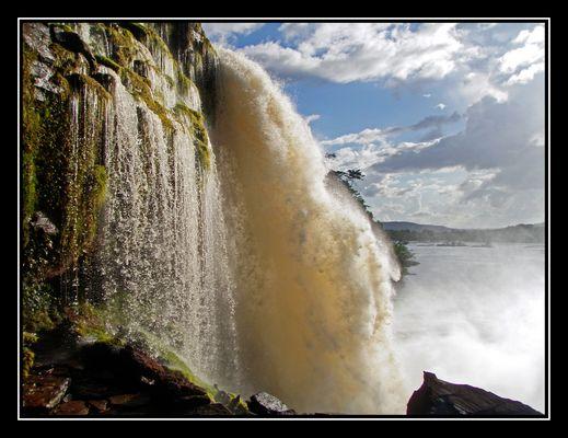 Salto el Hacha y Laguna Canaima