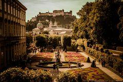 Salzburg Mirabellgarten Blichrichtung Festung
