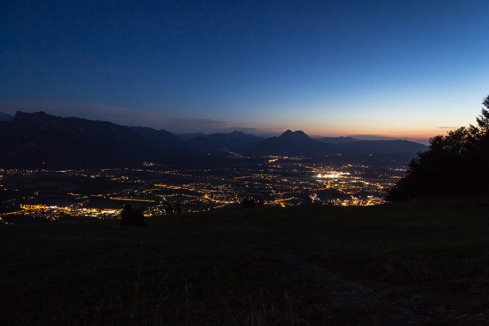 Salzburg Stadt Blaue Stunde vom Gaisberg