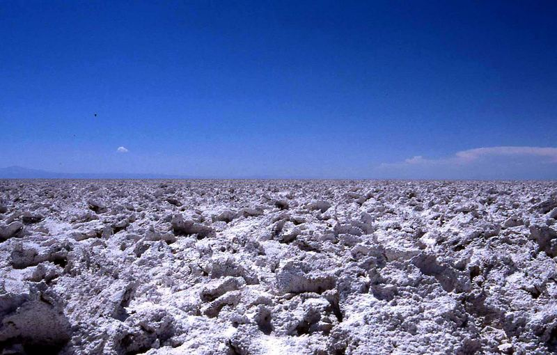 Salzkristalle bis zum Horizont der Atacama