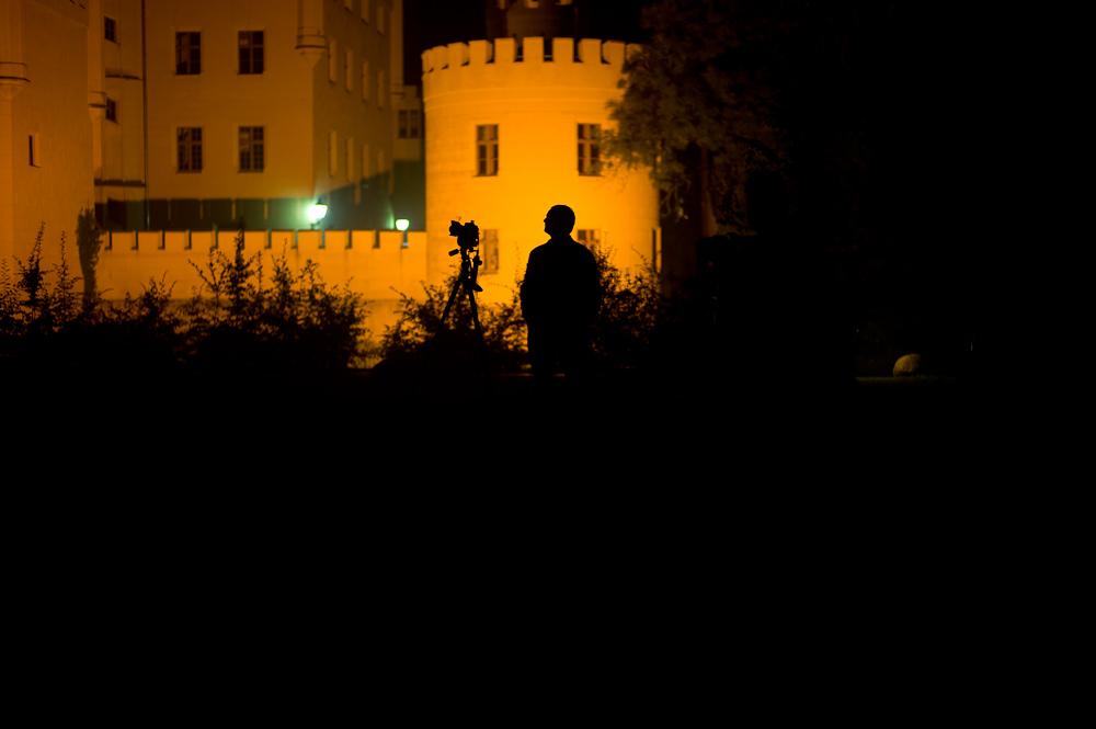 Salzländer Nachtfotografierer beim Warten auf das Ende der Belichtungszeit