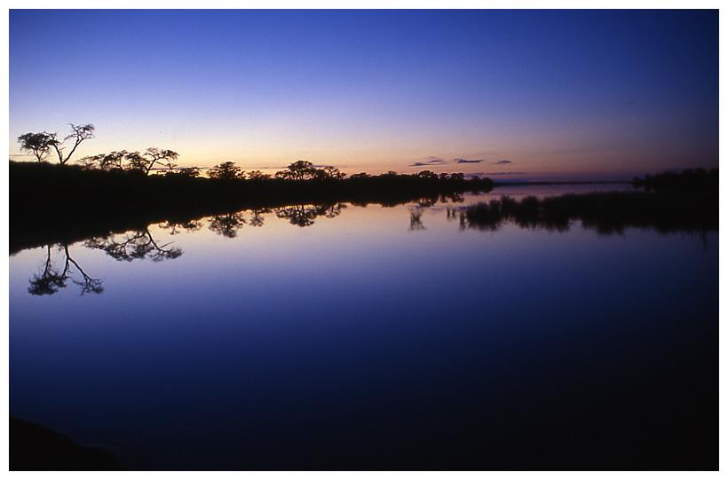 Salzpfanne am frühen Morgen in der Kalahari