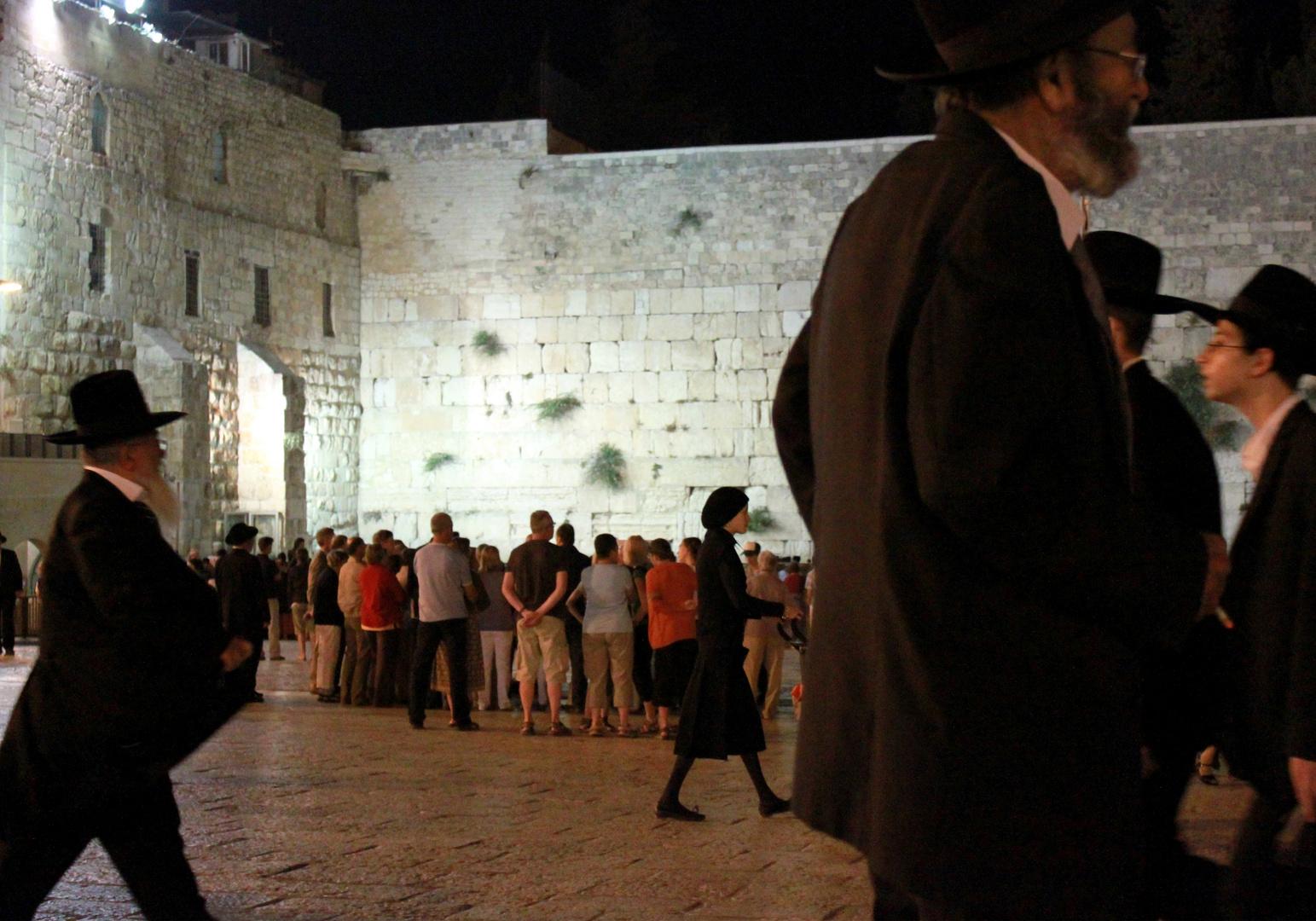 Samstag Abend vor der Klagemauer - emsiges Treiben, Juni 2010