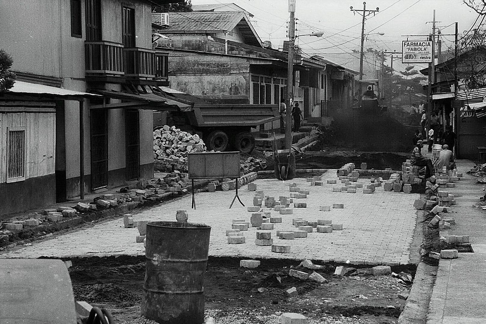San Carlos - Straßenbau 2004