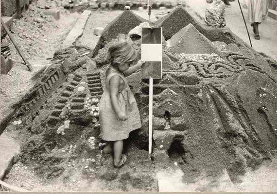 sand castle in the street ( Aix-en-Provence 1976)