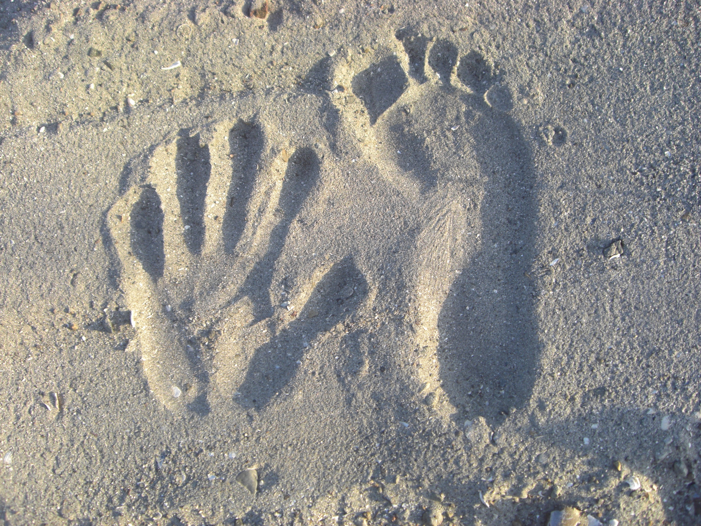 Sandabdrücke_Fuß_Hand