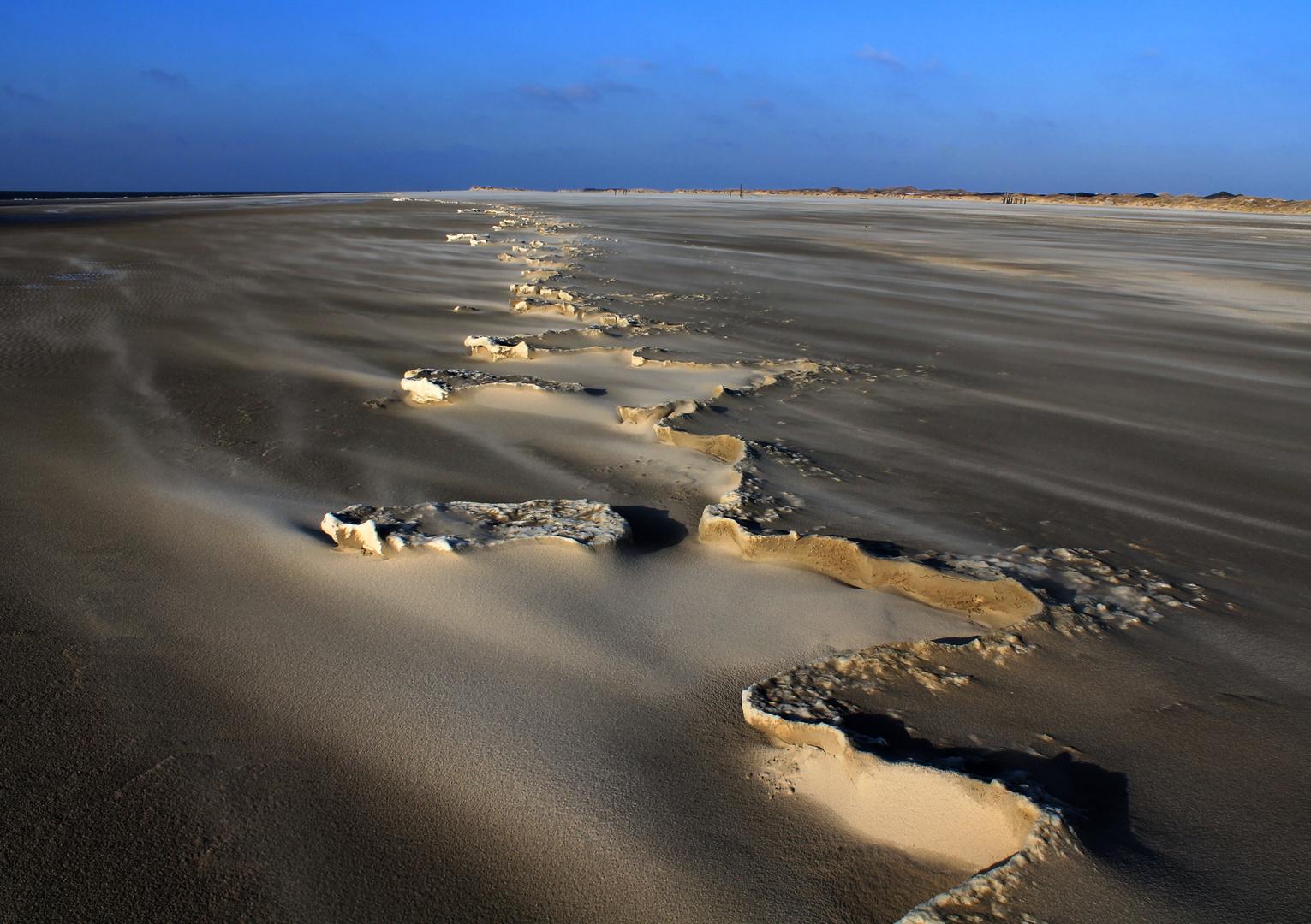 Sandgebilde bei Ebbe
