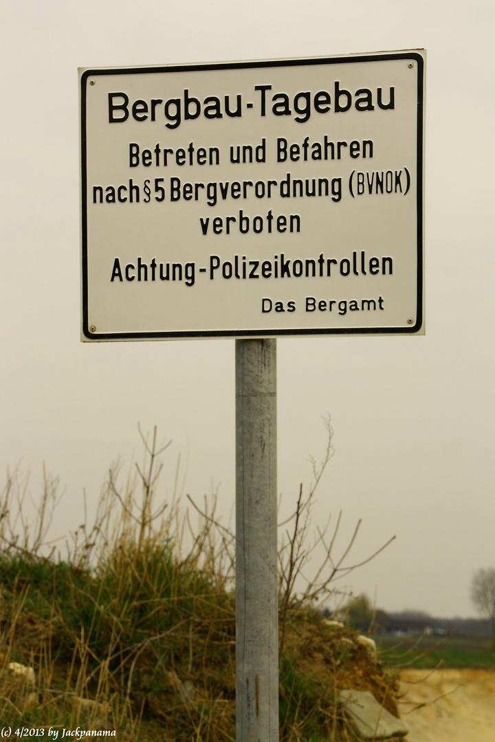 Sandgewinnung im Tagebau direkt am Flugplatz Schwarze Heide in Kirchhellen (2)