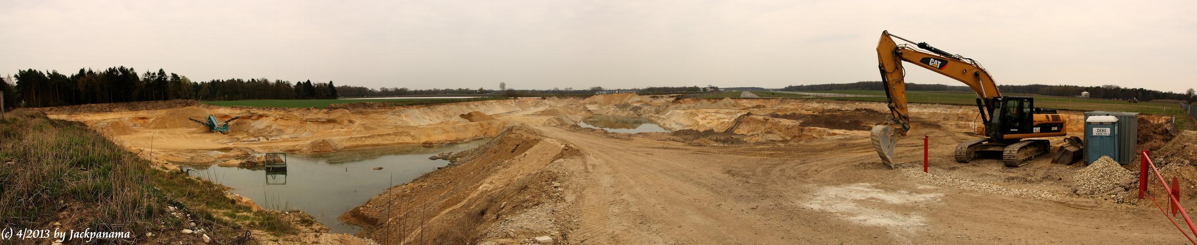 Sandgewinnung im Tagebau direkt am Flugplatz Schwarze Heide in Kirchhellen (3)