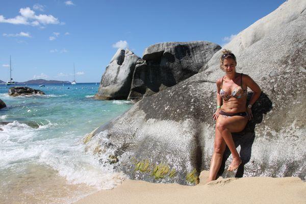 Sandra am bizarren Strand von Virgin Gorda