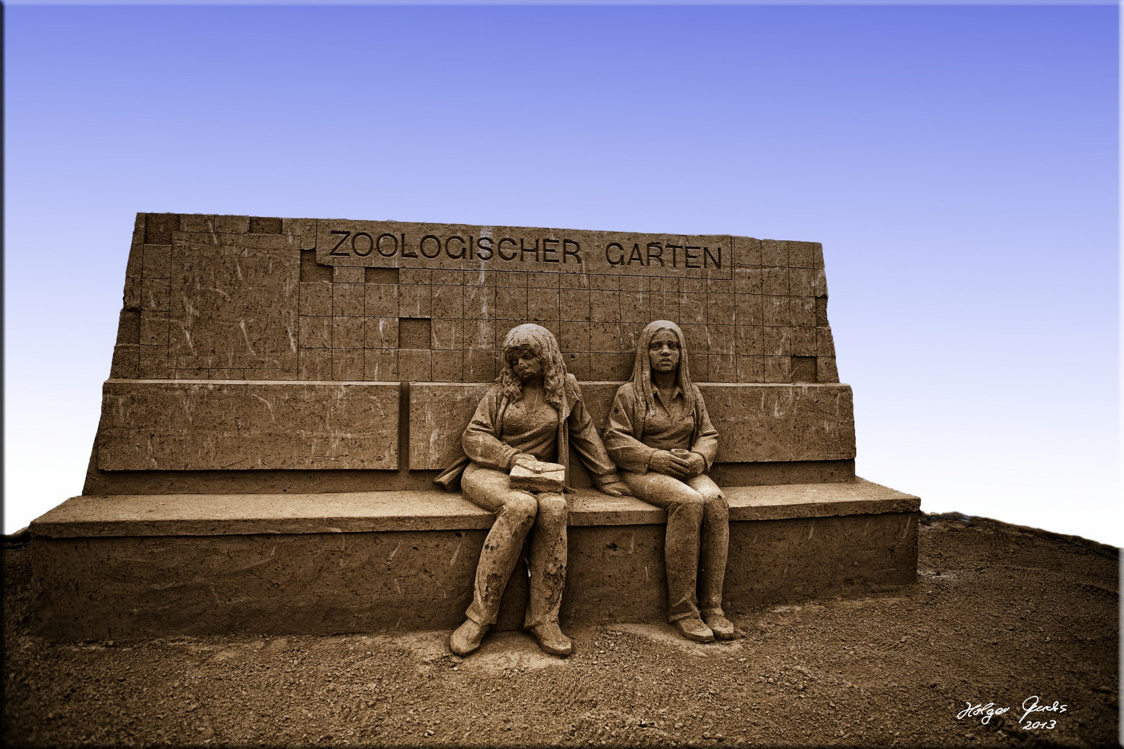 "Sandskulptur ""Die Kinder vom Bahnhof Zoo"" (Christiane F.)"