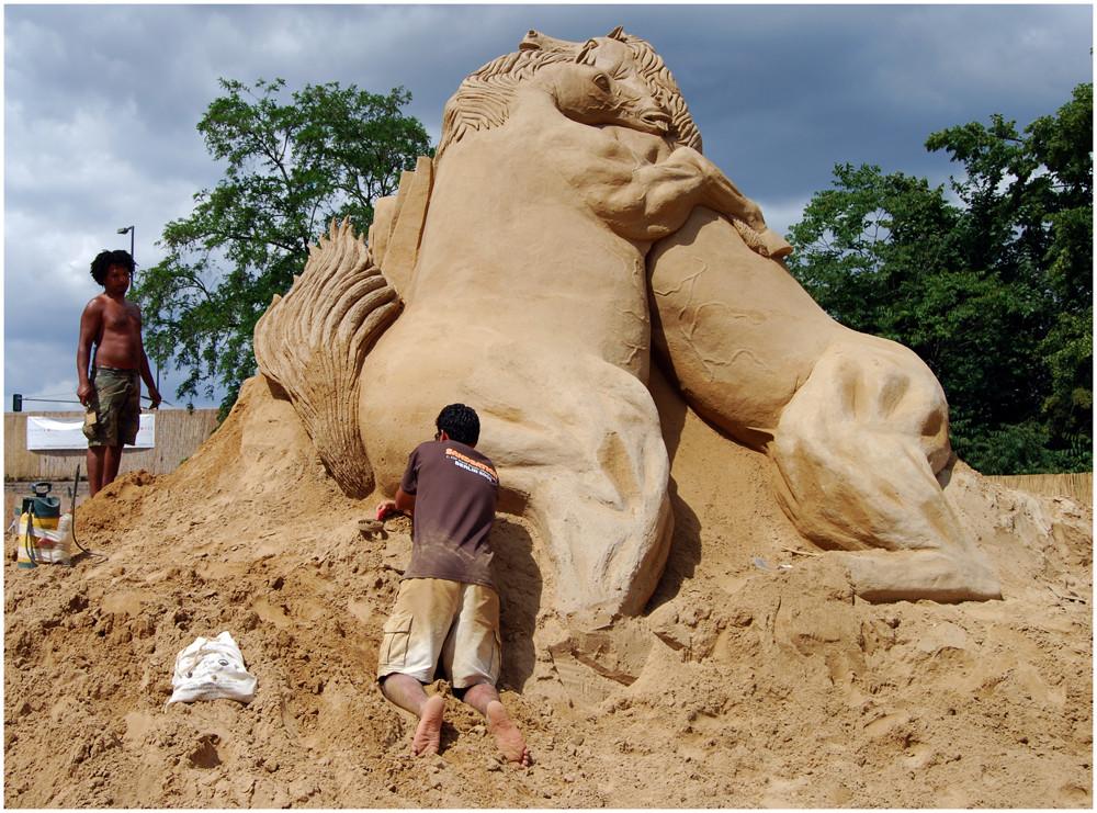 "Sandskulptur -  "" Fighting Stallions "" ( Kämpfende Hengste )"