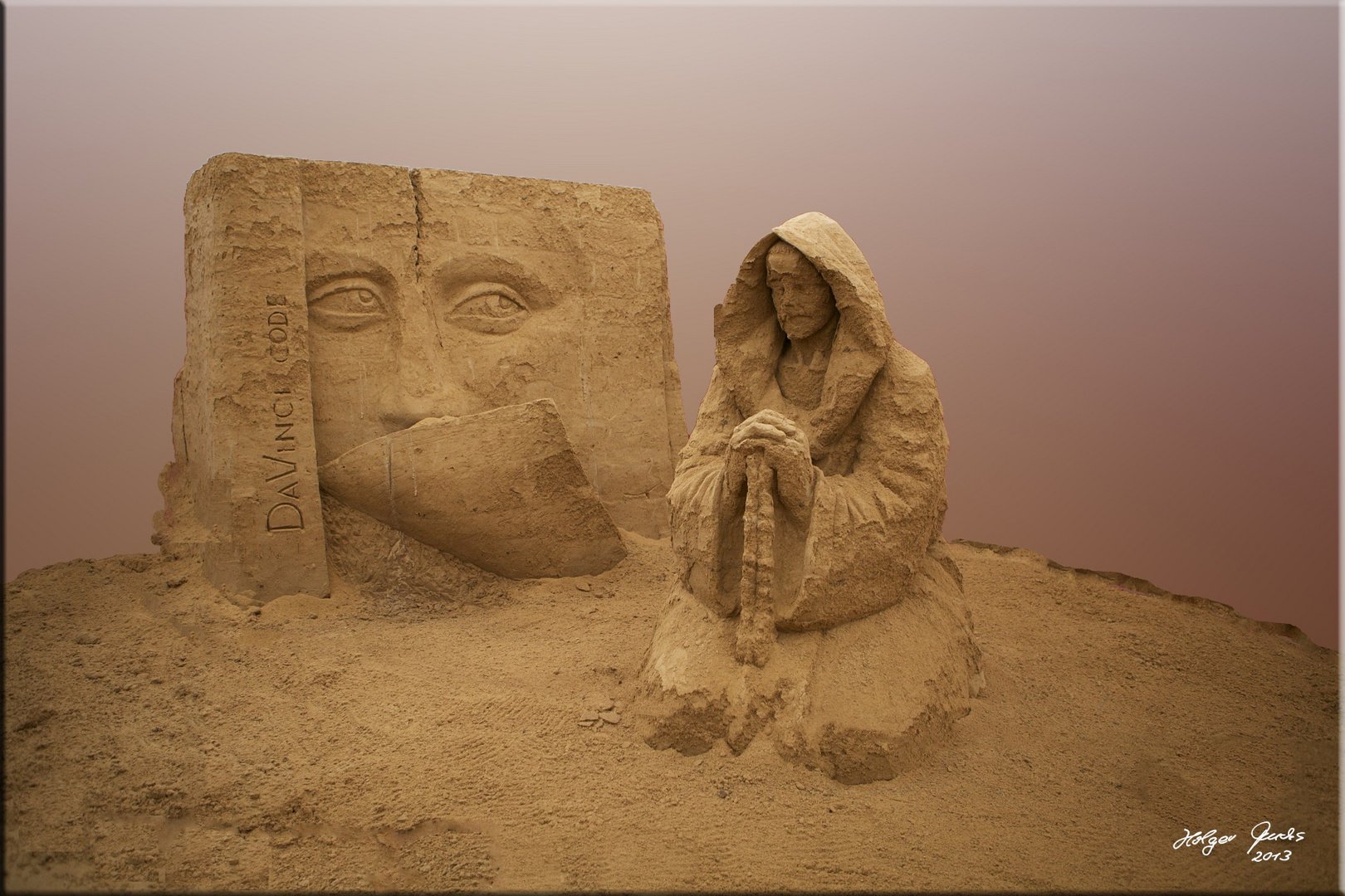 "Sandskulptur ""Sakrileg"" (Dan Brown)"