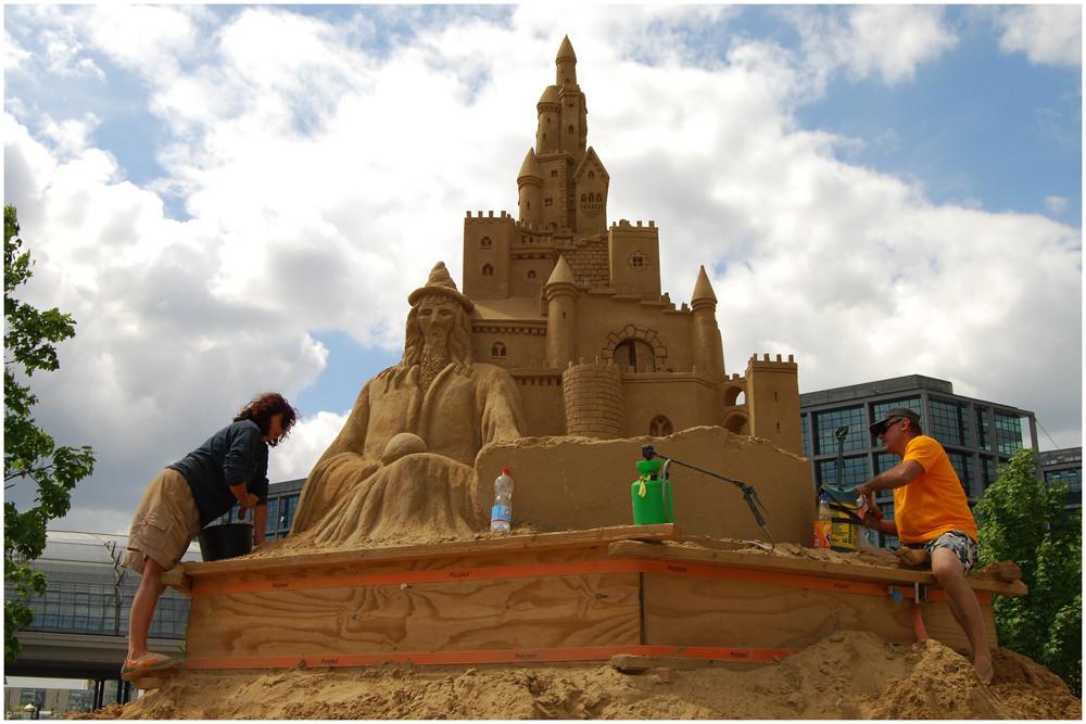 "Sandskulptur - "" The Alchimist "" ( Der Alchimist )"