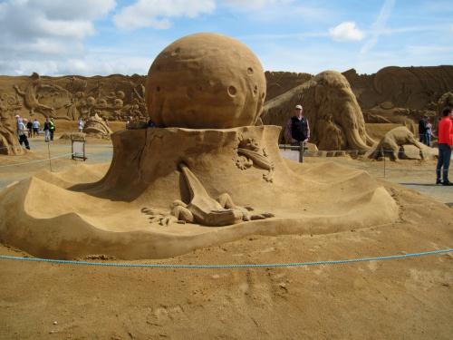 Sandskulpturen Thema Dinosauriazeit, 01.08.2015